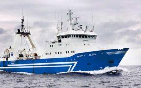 ICELANDIC FISHING CREW CAREFUL