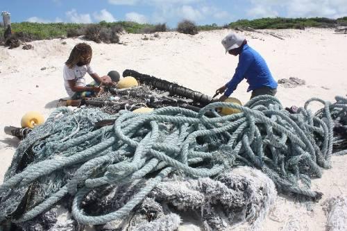 urgent-curbs-on-fishing-fads(1)